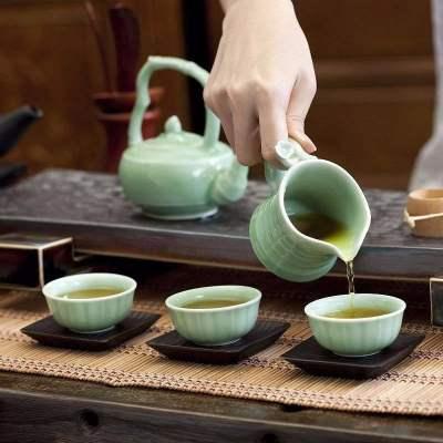 现在越来越多的人喜欢以茶待人